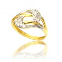 Złoty pierścionek wytwornie zdobiony