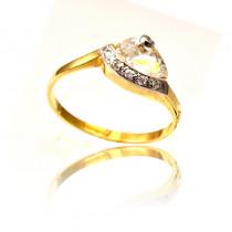Złoty pierścionek ze stylowym zdobieniem