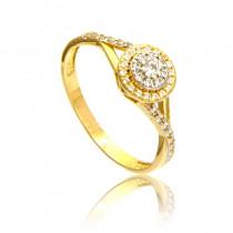Złoty pierścionek szykownie zdobiony