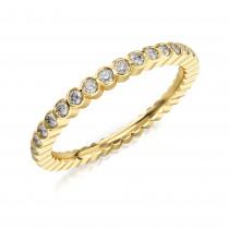 Złoty pierścionek bogato wysadzany cyrkoniami