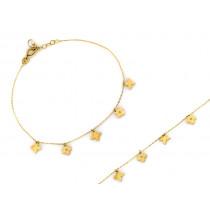 Złota bransoletka z małymi zawieszkami kwiatkami