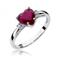 Uroczy pierścionek z rubinem w kształcie serca i diamentami