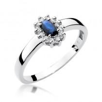 Niezwykły pierścionek zaręczynowy z białego złota ozdobiony szafirem i diamentami