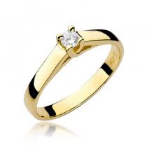 Wytworny złoty pierścionek zaręczynowy ozdobiony okazałym diamentem