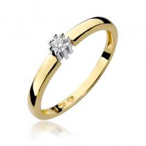 Subtelny złoty pierścionek zaręczynowy ozdobiony diamentami
