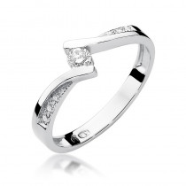 Fantazyjny złoty pierścionek z lśniącymi diamentami