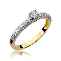 Niepowtarzalny złoty pierścionek bogato zdobiony diamentami