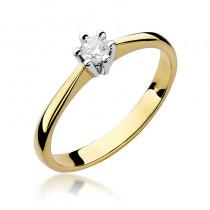 Klasyczny złoty pierścionek zaręczynowy z okazałym brylantem