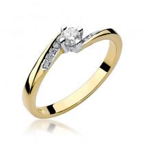Lśniący złoty pierścionek zaręczynowy ozdobiony diamentami