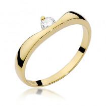 Niezwykły złoty pierścionek zaręczynowy z brylantem