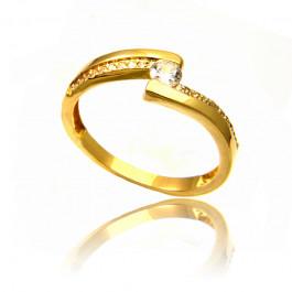 Stylowy złoty pierścionek rozświetlony cyrkoniami