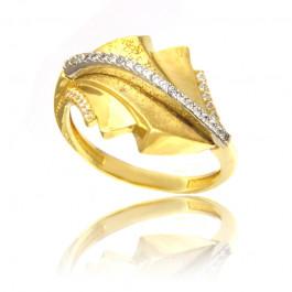 Złoty pierścionek w wytwornym stylu