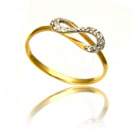 Złoty pierścionek z uroczym diamentowaniem