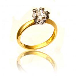 Złoty pierścionek z oryginalnym zdobieniem