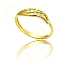 Złoty urzekający pierścionek