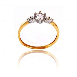 Złoty pierścionek z trzema białymi cyrkoniami