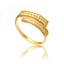 Złoty pierścionek z wytwornym wzorem