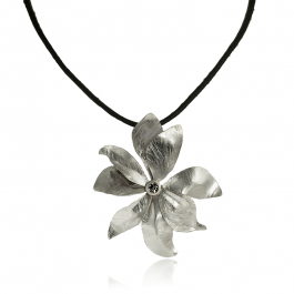 Naszyjnik modowy na rzemyku z kwiatkiem