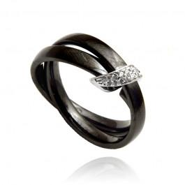 Czarny pierścionek z cyrkoniami