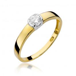 Śliczny złoty pierścionek ozdobiony brylantem