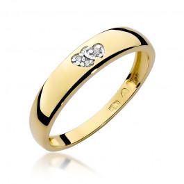 Czarujący złoty pierścionek z dwoma serduszkami ozdobiony diamentami