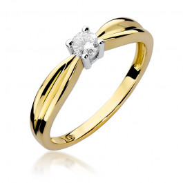 Wyszukany złoty pierścionek zaręczynowy z diamentem
