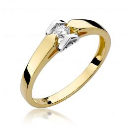 Niepowtarzalny zloty pierścionek zaręczynowy z diamentem osadzonym z dwa serduszka