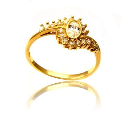 Wytworny błyszczący złoty pierścionek