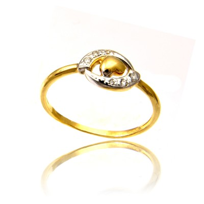 Złoty pierścionek ozdobiony serduszkiem