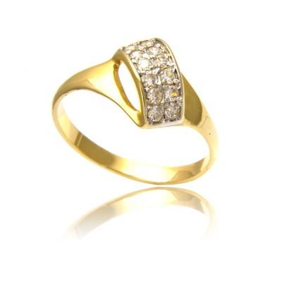 Dekoracyjny złoty pierścionek