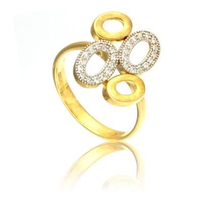Złoty pierścionek z oryginalnym wzorem