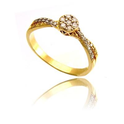 Złoty wytworny pierścionek bogato zdobiony