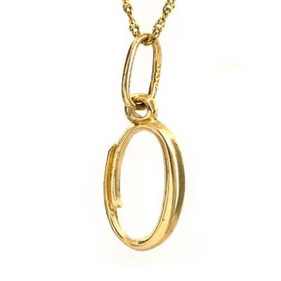 Złota zawieszka w kształcie literki O z łańcuszkiem