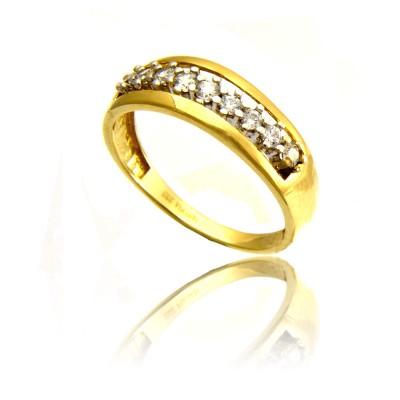 Wytworny złoty pierścionek