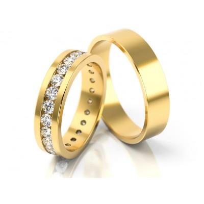Złote obrączki ślubne ozdobione białymi kamieniami