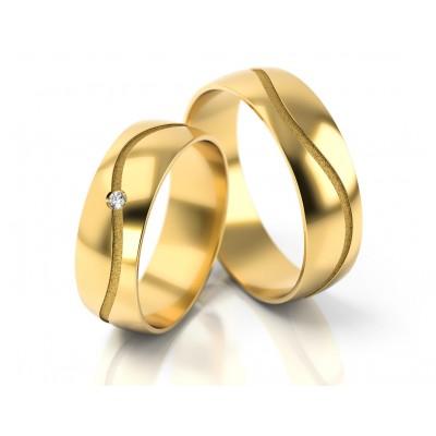 Obrączki ślubne z żółtego złota z falowanym grawerem