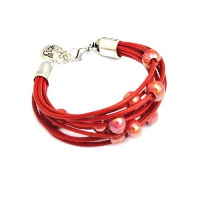 Czerwona bransoletka z elementami ceramicznymi