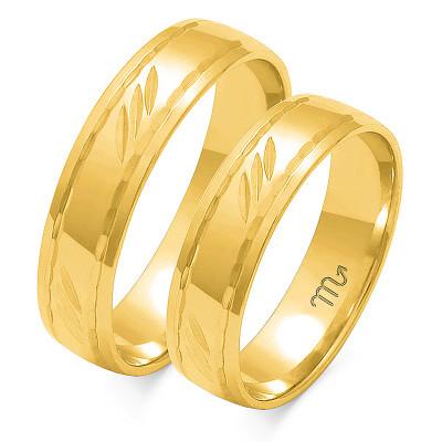 Obrączki ślubne z żółtego złota ze stylowymi nacięciami