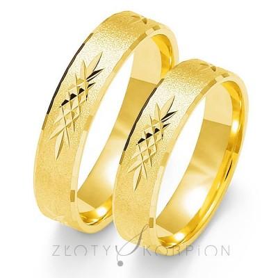 Obrączki ślubne z żółtego kruszcu stylowo zdobione
