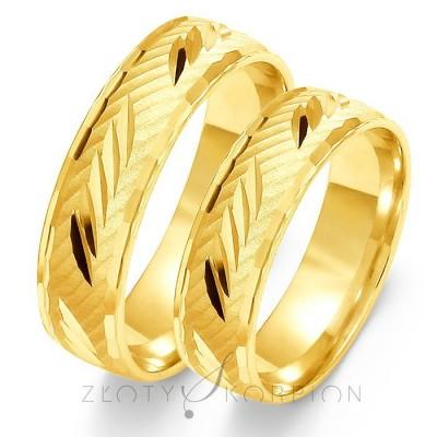 Wyrafinowane złote obrączki ślubne z ozdobnymi nacięciami