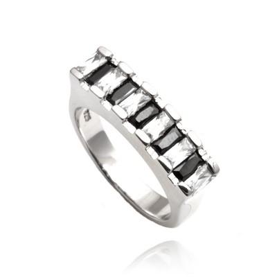 Nietypowy srebrny pierścionek