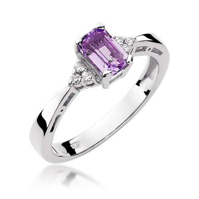 Gustowny pierścionek z białego złota ozdobiony diamentami i ametystem