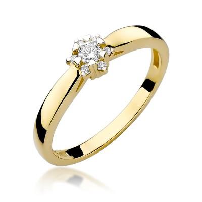 Śliczny złoty pierścionek zaręczynowy z diamentem