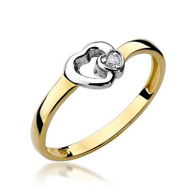 Uroczy złoty pierścionek z serduszkiem przyozdobiony diamentem