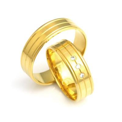 Wytworne obrączki ślubne z żółtego złota z trzema ozdobnymi nacięciami