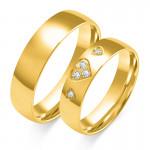 Złote obrączki ślubne zdobione trzema sercami