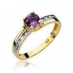 Urokliwy pierścionek zaręczynowy z białego złota ozdobiony ametystem i diamentami